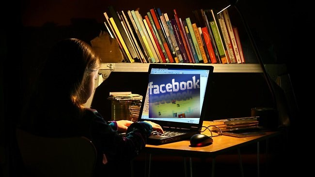 Pedagogos advertem a respeito da Internet