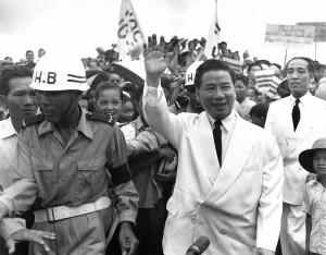 Vietnamitas homenageiam presidente católico assassinado em 1963 com o apoio de John Kennedy