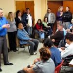 O Dr. Alfonso explica a médicos cubanos nos EUA, como obter a revalidação do diploma