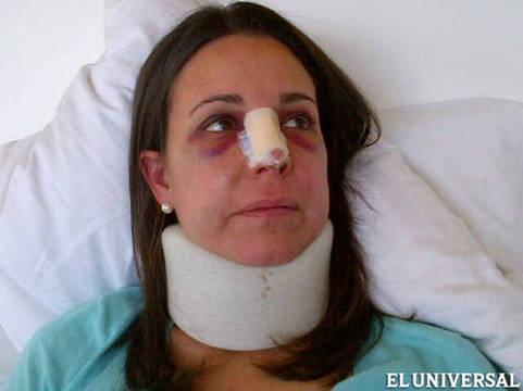 A deputada Maria Corina agredida por deputados chavistas