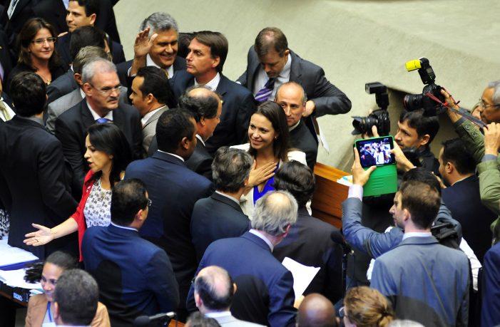 """María Corina em Brasília: """"A indiferença é cumplicidade"""""""