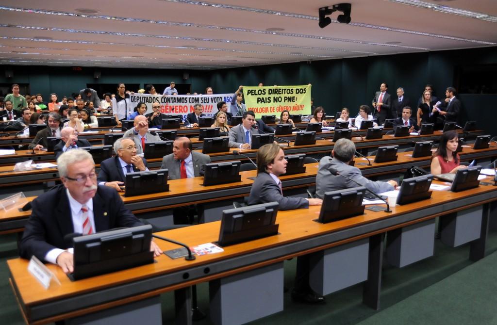 """No dia 6-4-14, sessão da Comissão especial que aprovou o Plano Nacional de Educação, sem menção a """"Ideologia de Gênero"""" — Foto: Lucio Bernardo Jr./Câmara dos Deputados."""