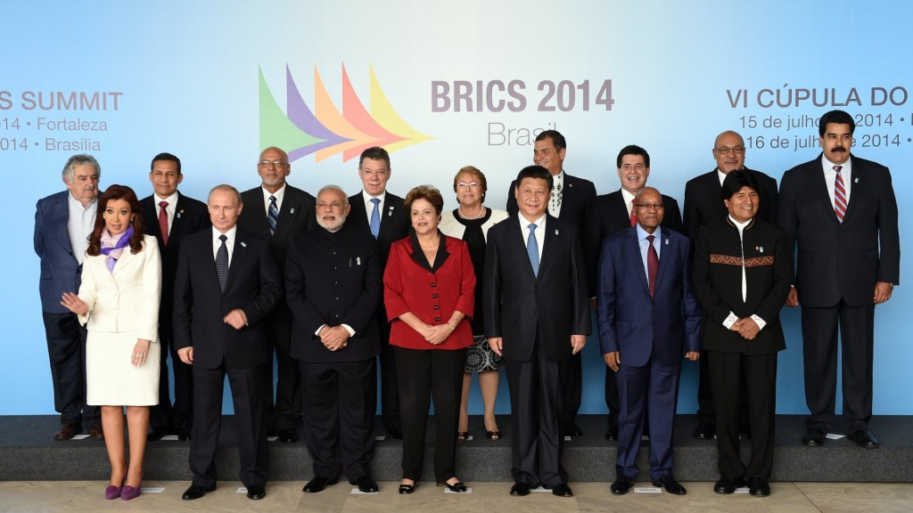"""Em Fortaleza e Brasília, na recente cúpula """"Brics 2014"""", Putin [na foto ao lado de Cristina Kirchner] aproveitou para se reunir também com mandatários bolivarianos"""