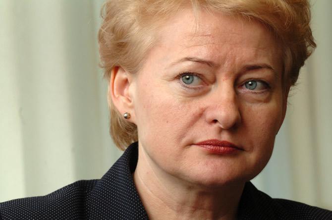 Putin imita Stalin e Hitler, denuncia presidente da Lituânia