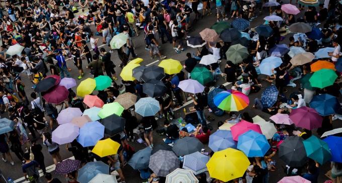 Hong Kong: Revolução dos guarda-chuvas enfrenta repressão