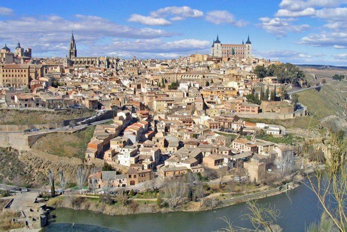 Espanha: não há outeiro de onde não se aviste um santuário