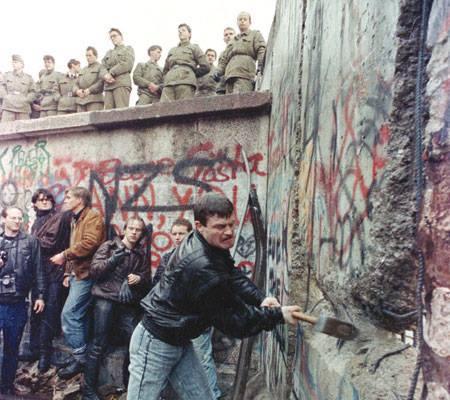 """Há 25 anos da derrubada do """"Muro de Berlim"""" — o muro da vergonha!"""