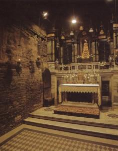 Interior da Santa Casa de Loreto, no altar a Imagem de Nossa Senhora de Loreto