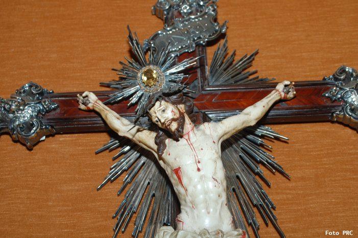 Cristo crucificado, escândalo para os muçulmanos  e loucura para os laicistas…