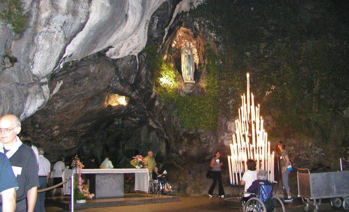 Silêncio sobre os milagres operados em Lourdes