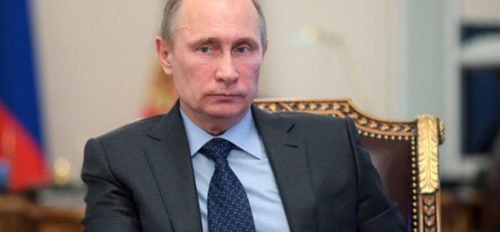 Putin volta a atacar na Ucrânia, mas a revolta crepita no interior russo