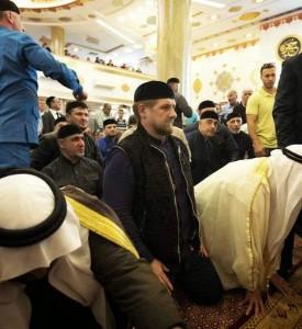 Ramzan A Kadyrov dirige uma Chechênia cuja fidelidade a Moscou é uma incógnita.