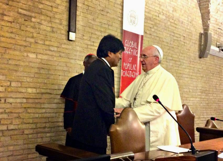 Se a corrupção cheira tão mal, como afirmou o Papa Francisco, certamente, em sua viagem à Bolívia em julho próximo, ele pedirá a Evo Morales [foto] para cambiar inteiramente de posição e rejeitar o sistema bolivariano — fonte de tanta corrupção.