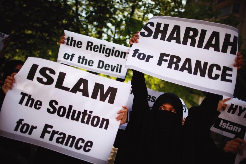 A França abriga a maior população muçulmana da Europa. Depois dos trágicos ataques terroristas no início do ano, a inquietação domina o sentimento da Nação.