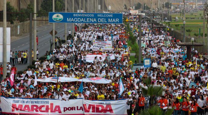 PERU — 500 mil manifestantes marcham contra o infanticídio causado pelo aborto