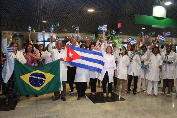 Comércio de médicos escravos rende quase US$ 8 bi por ano a Cuba