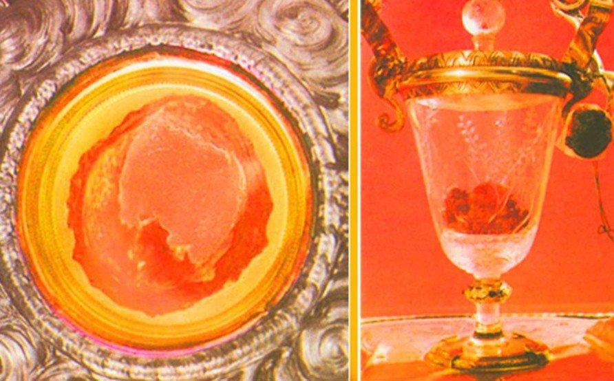 """Relicário com o """"Milagre  de Lanciano"""", ocorrido no século VII. À esquerda, a carne em uma custódia de prata. À direita, o sangue em cálice de cristal."""