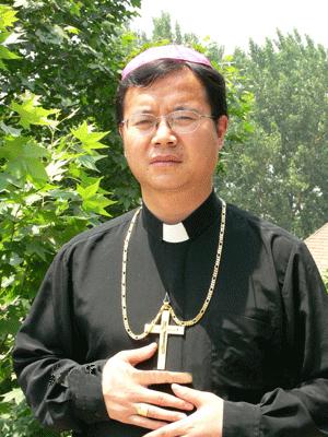 Ditadura chinesa persegue bispo fiel por uso de anel e barrete