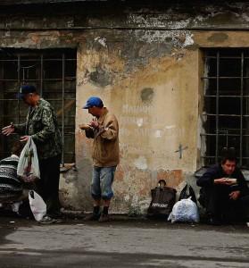 Miseráveis enchem as ruas, enquanto Putin promete gastar dezenas de bilhões em sonhos de grandeza militar.