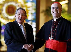 O ditador comunista de Cuba, Raul Castro,  com o Cardeal de Havana, Mons. Jaime Ortega