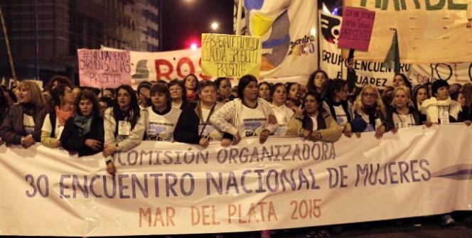 Católicos protegeram a catedral de Mar del Plata assaltada pela intolerância LGBT