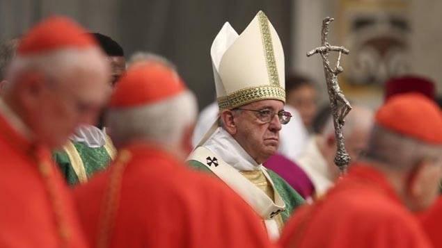 Cardeal Kasper reacende o debate sobre a comunhão para os divorciados