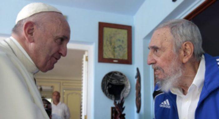 """Cuba: Papa Francisco abraça aos Lobos e sustenta o """"muro"""" comunista"""