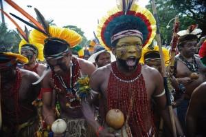 """Segundo o novo projeto de educação, o descobrimento e a posterior evangelização-colonização seriam """"exclusivamente, uma irrupção genocida contra os povos autóctones e os povos africanos deslocados para a América Portuguesa""""."""