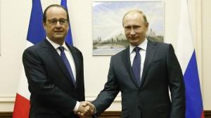 Putin sai do ostracismo e volta ao cenário como 'Carlos Magno' salvador, e pela mão do socialista Hollande