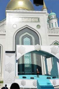 Em Moscou, Putin inaugura a maior mesquita da Europa