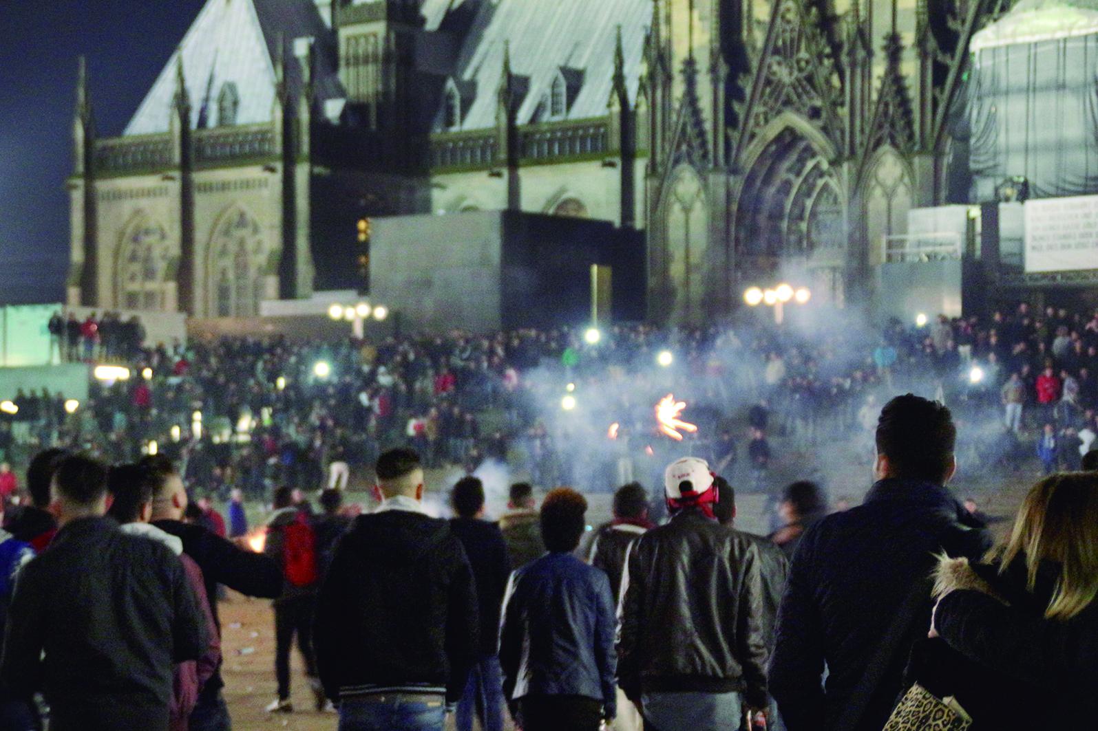 31 de dezembro de 2015 na praça em frente à catedral de Colônia