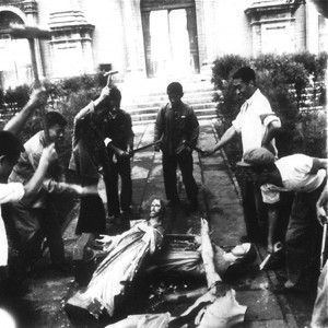 O ódio comunista depreda igrejas católicas e quebra suas imagens veneráveis nas ruas