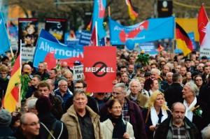 Alternative für Deutschland (AfD) defende em sua campanha: Asilo requer limites. Cartão vermelho para Merkel