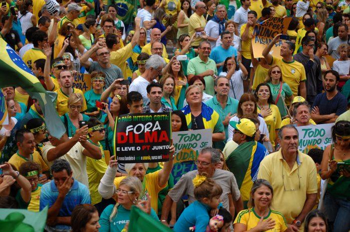 BRASIL: manifestações anti-governo PT e pêndulo político