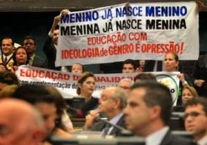 """No Congresso Nacional, manifestação contra a implantação da """"Ideologia de Gênero"""" nas escolas"""