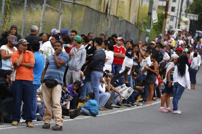 """VENEZUELA: Desesperados por alimentos, ignorados pelos """"defensores dos pobres"""""""