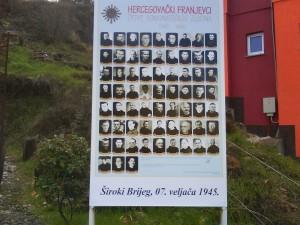 Placa em homenagem aos Franciscanos  assassinados por ódio ao Catolicismo