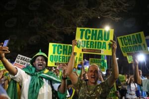Manifestantes comemoram o impeachment da presidente (Marcello Casal Jr/Agência Brasil)