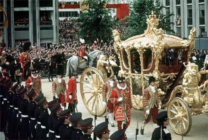 PA NEWS PHOTO 7/6/77 A LIBRARY FILE PICTURE OF THE GOLDEN STATE COACH AT  ST. PAUL'S CATHEDRAL AFTER ARRIVING WITH THE QUEEN AND DUKE OF EDINBURGH TO ATTEND A SPECIAL SERVICE OF THANKSGIVING FOR THE SILVER JUBILEE IN LONDON