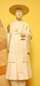 Santo André Kim, neto de mártires, foi primeiro sacerdote coreano. Martirizado em 16 de setembro de 1846. Imagem (acima) venerada na Igreja Na. Sra. Auxiliadora, em São Paulo [Foto PRC]