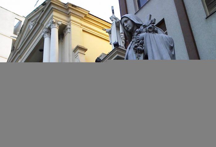 """Santa Teresinha, desprezando a popularidade comum, alcançou a glória que é """"a popularidade dos santos e dos heróis"""""""