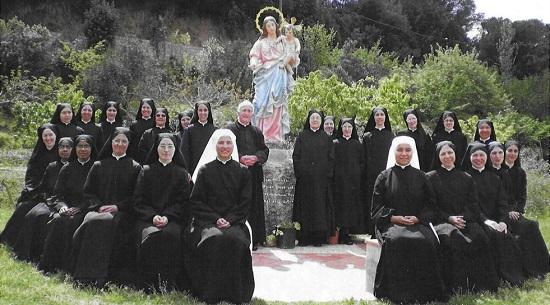 """Hábito e disciplina atraem vocações, mosteiros """"aggiornati"""" esvaziam"""