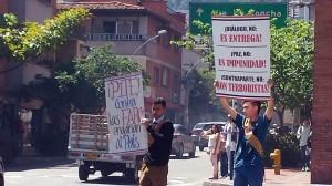 Por que houve essa mudança de opinião para o NÃO? A explicação é bem simples: tudo aquilo que o binômio Santos-FARC quis esconder da nação em matéria de concessões inadmissíveis à narcoguerrilha acabou, finalmente, saindo à luz. E isto — dizemo-lo com verdadeira alegria — se deveu em considerável medida às campanhas de denúncias conduzidas por associações co-irmãs do Instituto Plinio Corrêa de Oliveira: na Colômbia, a Sociedad Colombiana Tradición y Acción e o Centro Cultural Cruzada.