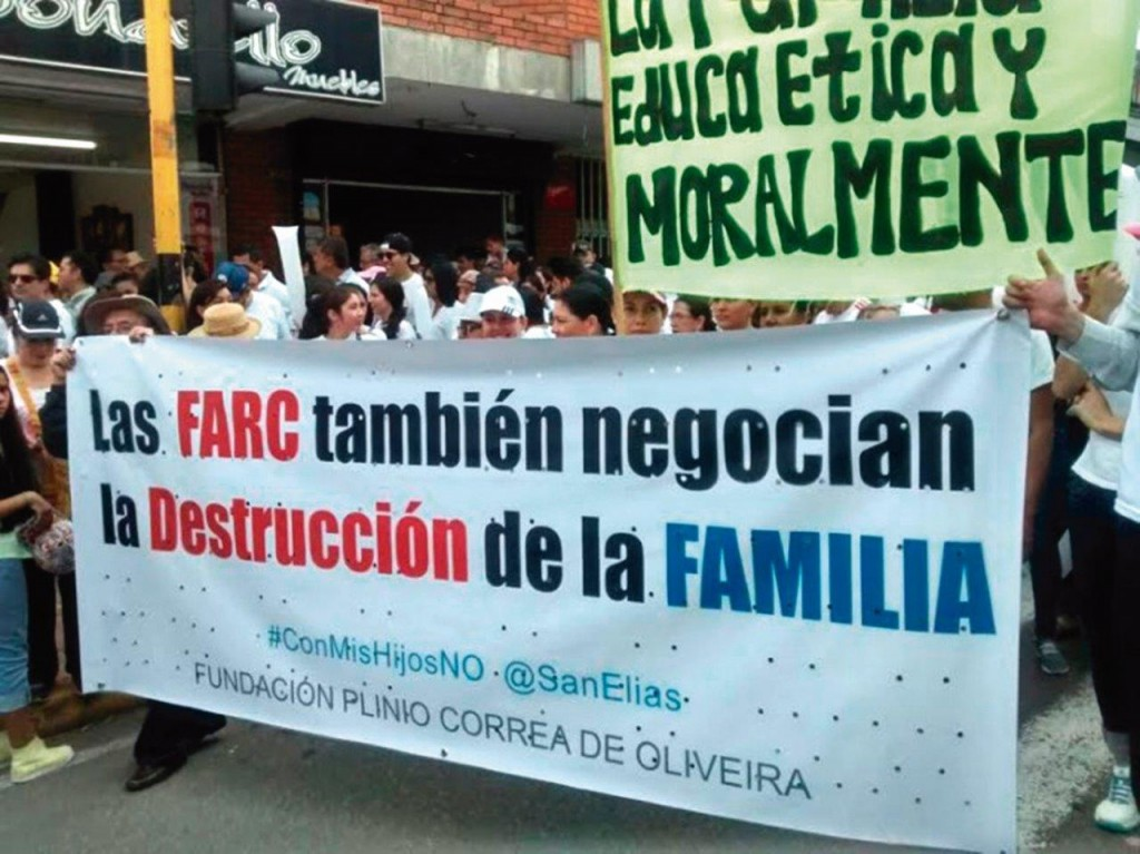 Bucaramanga, movimentos pró-família levaram milhares de pessoas às ruas para protestar contra a política do governo que procurava impor a Ideologia de Gênero. O presidente se viu obrigado a recuar e pedir desculpas à nação.