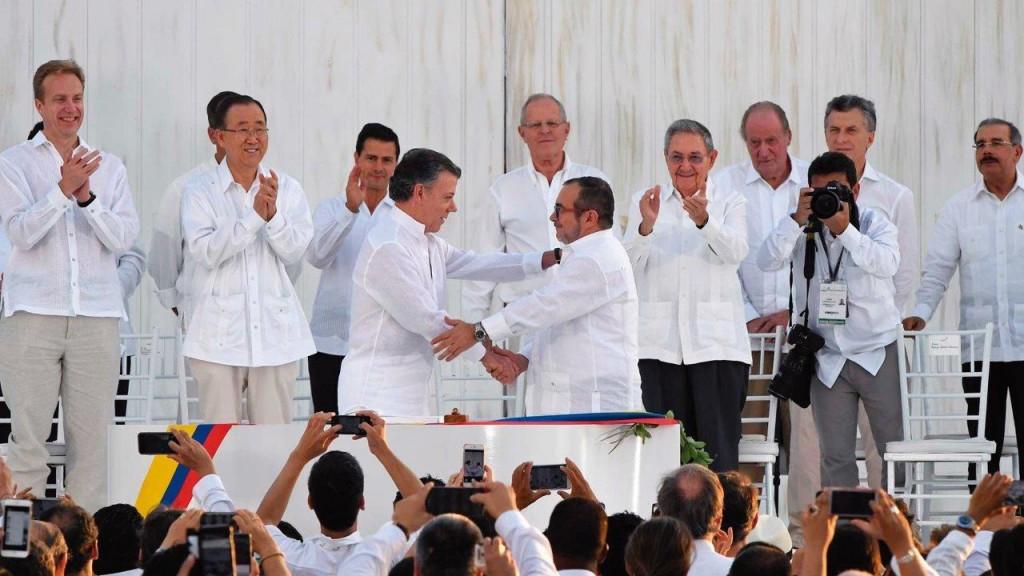 Um grande show midiático, realizado na cidade de Cartagena no dia da assinatura do acordo, contava influenciar de modo possante milhões de colombianos a votar pelo SIM. A realidade, contudo, foi bem outra...