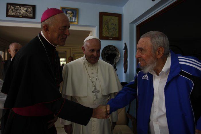 Ditador Castro, apoio eclesiástico e mito murchado