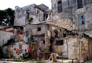 Até no centro da capital cubana a miséria salta aos olhos