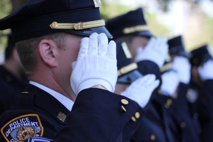 É a fé católica que sustenta muitos policiais norte-americanos nos perigos