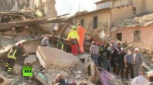Em Núrsia, a Basílica antes e depois do terremoto do dia 30 de outubro