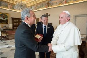 """""""Não nos podem impor tudo isso, Santidade. Não pode haver ódio, mas sim convicções"""". Teria dito Uribe ao Papa"""